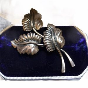Antique 1920s sterling silver  flower brooch